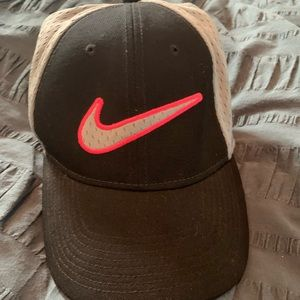 Nike Women's Legacy91 Perforated Dri-Fit Golf Hat